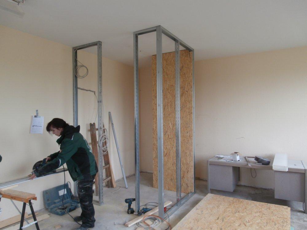Fenster innenwand  Eingangstür, Fenster und Innenwand für eine Duschkabine gestellt