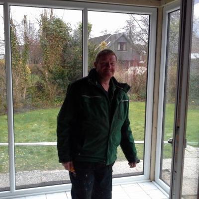 Herr Jens Sönkens ist unser Maurergeselle, er unterstützt tatkräftig überall da, wo er gebraucht wird. Unser Mann für alles.