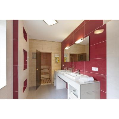 Badbereich mit eingebauter Saune